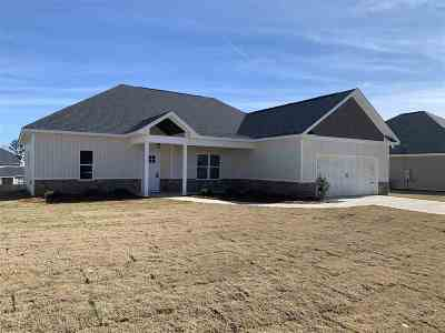 Single Family Home For Sale: 124 Cascades Court
