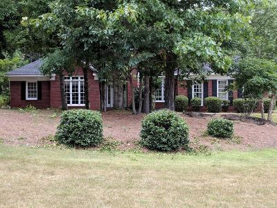 Columbus Single Family Home For Sale: 8821 Greenleaf Drive
