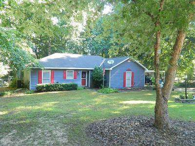 Single Family Home For Sale: 107 Mustang Drive