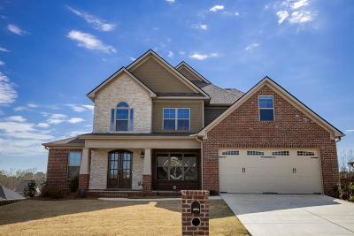 Columbus Single Family Home For Sale: 200 Pebblebrook Lane