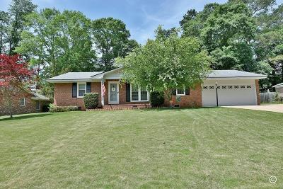 Columbus Single Family Home For Sale: 5743 Sherborne Drive