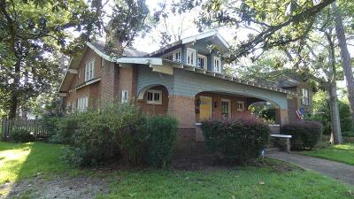 Single Family Home For Sale: 702 S Lee St
