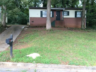 Single Family Home For Sale: 2325 Swallow Circle SE