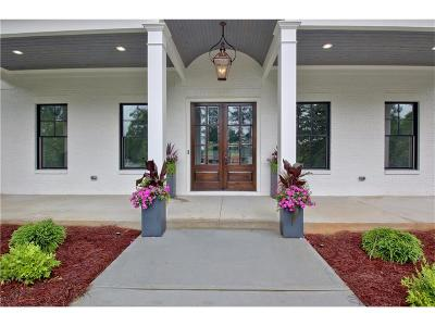 Peachtree City Single Family Home For Sale: 525 Golfview Drive
