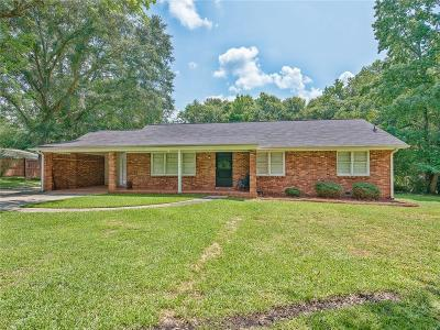 Single Family Home For Sale: 621 W Sandtown Road