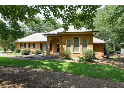 Kennesaw Single Family Home For Sale: 1997 Lookout Trail
