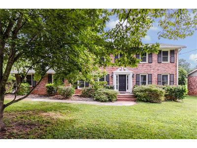 Dunwoody Single Family Home For Sale: 1451 Holly Bank Circle