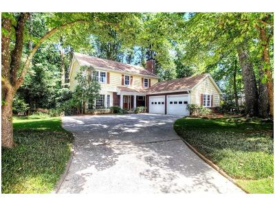 Sandy Springs Single Family Home For Sale: 360 Thornwood Drive