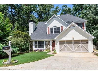 Roswell Single Family Home For Sale: 545 Ambergate Court