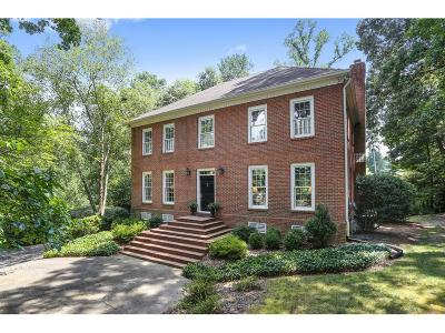 Single Family Home For Sale: 2870 Vinings Way