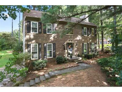 Marietta Single Family Home For Sale: 1467 Oak Springs Drive