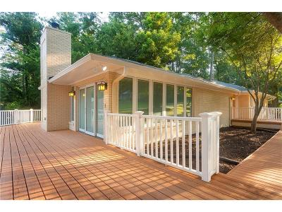 Roswell Single Family Home For Sale: 334 Crestview Circle