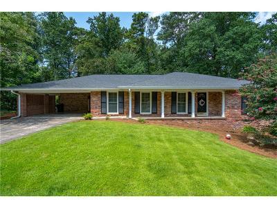 Sandy Springs Single Family Home For Sale: 6890 Heathfield Drive