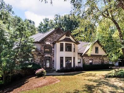Alpharetta Single Family Home For Sale: 175 E Meadows Court
