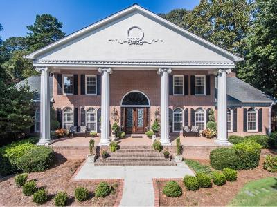 Atlanta Single Family Home For Sale: 570 Valley Hall Drive