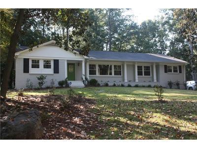 Marietta Single Family Home For Sale: 637 Walnut Drive SW