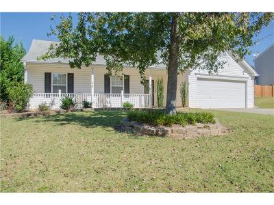 Single Family Home For Sale: 36 Fern Leaf Court