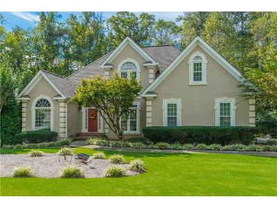 Roswell Single Family Home For Sale: 525 Huntwick Place