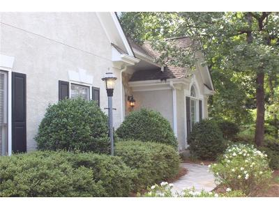 Single Family Home For Sale: 4675 Oakleigh Manor Drive