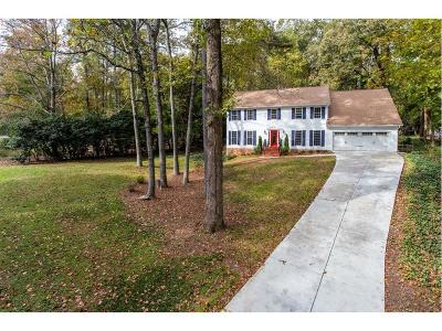 Marietta Single Family Home For Sale: 3220 Brookview Drive
