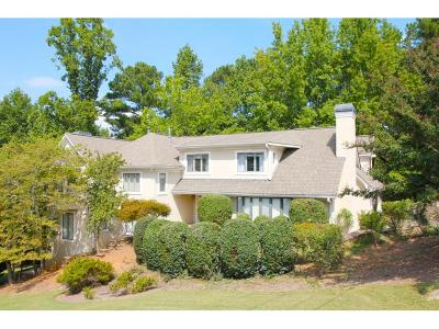 Buford Single Family Home For Sale: 6274 Woodlake Drive