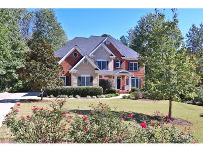 Roswell Single Family Home For Sale: 305 Breckenridge Court