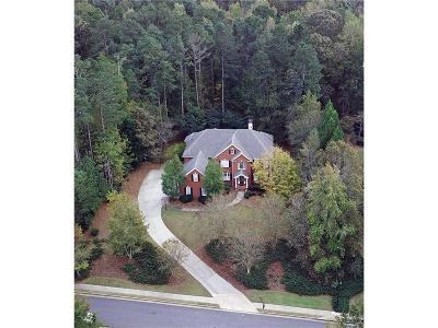 Alpharetta Single Family Home For Sale: 833 Hallbrook Lane