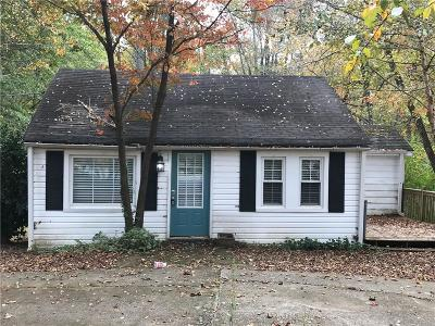 Roswell GA Single Family Home For Sale: $219,000