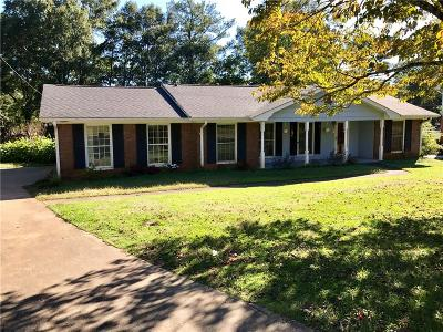Roswell  Single Family Home For Sale: 555 Rocky Creek Drive