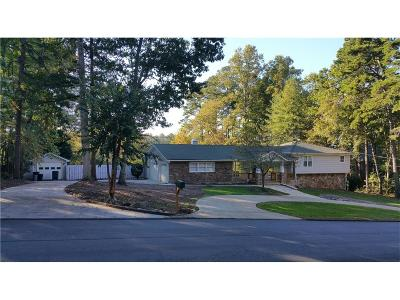 Kennesaw Single Family Home For Sale: 1681 Beaumont Drive NW