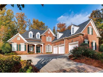 Suwanee Single Family Home For Sale: 6945 Laurel Oak Drive