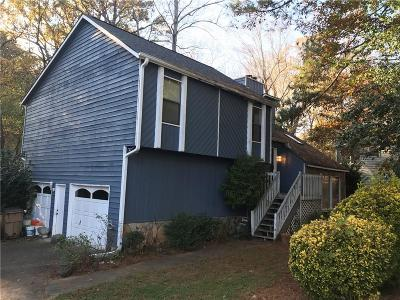 Kennesaw Single Family Home For Sale: 570 Farmbrook Trail NE