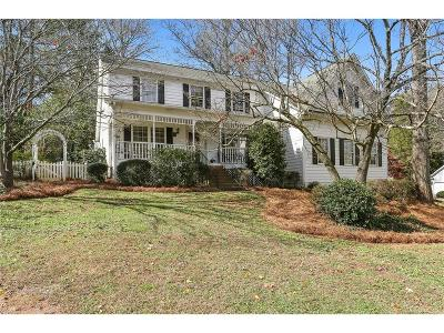 Kennesaw Single Family Home For Sale: 580 Berkeley Lane NE