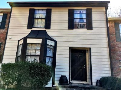 Kennesaw Condo/Townhouse For Sale: 1005 Travelers Trail NW