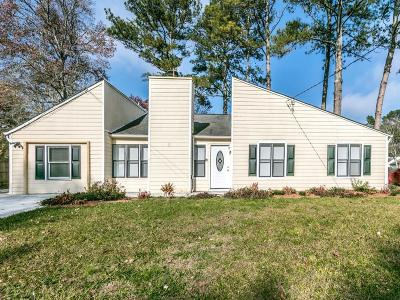 Kennesaw Single Family Home For Sale: 17 Hartley Woods Drive NE