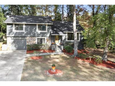 Roswell  Single Family Home For Sale: 190 Moonshadow Court