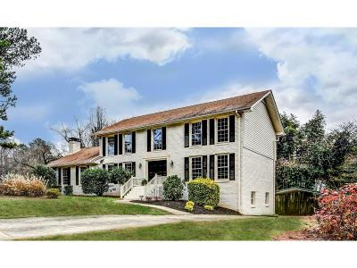 Dunwoody Single Family Home For Sale: 5726 Bend Creek Road