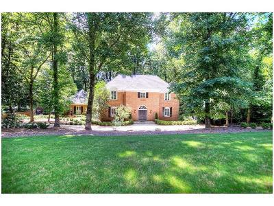 Sandy Springs Single Family Home For Sale: 300 Skyridge Drive