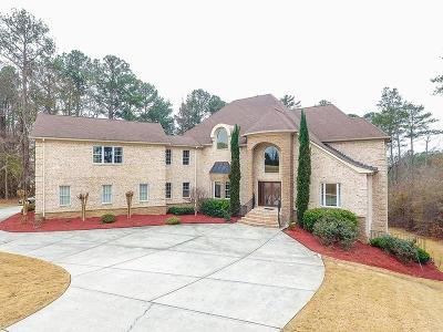 Fayetteville Single Family Home For Sale: 215 Astaire Manor