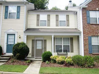 Alpharetta Condo/Townhouse For Sale: 10900 Wittenridge Drive #M3