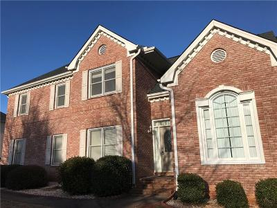 Lilburn Single Family Home For Sale: 236 Chestnut Lake Way