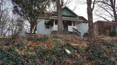 Single Family Home For Sale: 1996 Joseph E Boone Boulevard