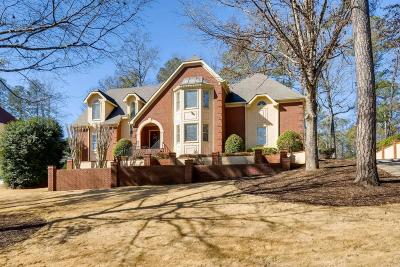 Roswell Single Family Home For Sale: 200 River Bluff Parkway