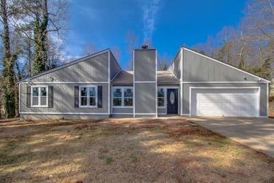 Woodstock Single Family Home For Sale: 203 Regency Lane