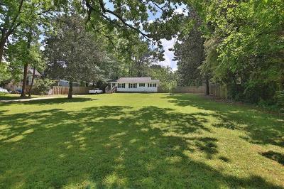 Single Family Home For Sale: 2761 Glenwood Avenue SE
