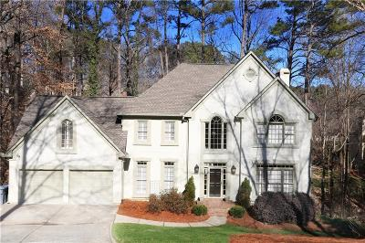 Roswell Single Family Home For Sale: 620 Highlands Court