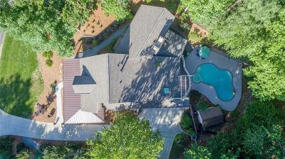 Atlanta Single Family Home For Sale: 990 Riverside Trace