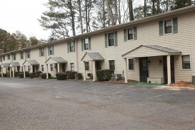 Buford Condo/Townhouse For Sale: 2079 Pine Tree Drive #61