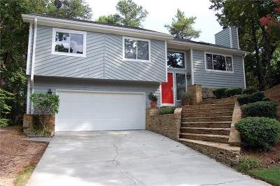 Roswell Single Family Home For Sale: 195 Fall Creek Trace