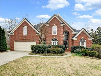 Suwanee Single Family Home For Sale: 6820 Sterling Drive